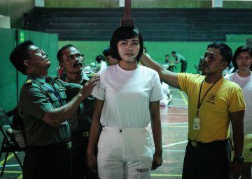 ¿Por qué Indonesia aún somete a las mujeres a un test de virginidad para unirse a los cuerpos de seguridad?
