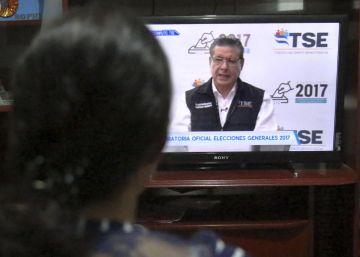La OEA pide nuevas elecciones en Honduras mientras el órgano electoral hace presidente a Juan Orlando