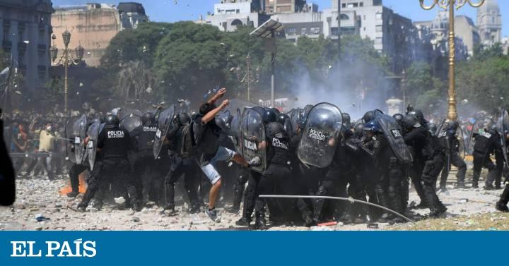 f6c0bfa7b5 Argentina  Batalla campal en Buenos Aires para frenar la reforma de las  pensiones