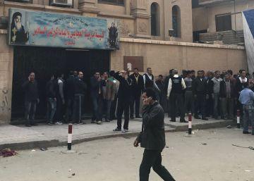 Al menos 10 muertos en un ataque contra una iglesia copta cerca de El Cairo
