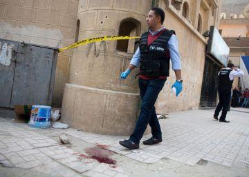 Al menos nueve muertos en un ataque contra una iglesia copta cerca de El Cairo