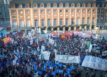 Miles de argentinos marchan contra el beneficio del arresto domiciliario a represores