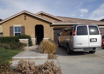 La madre detenida por mantener a sus 13 hijos secuestrados en California ?se quedó perpleja? al ver a la policía