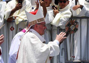 El Papa llega a Perú con una Iglesia más fuerte y una política en llamas