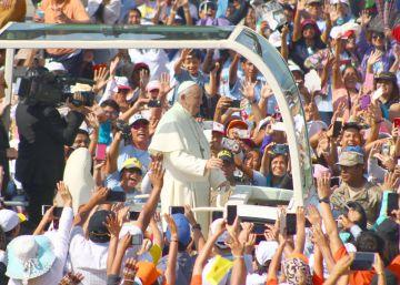 El Papa triunfa en su viaje a un Perú devastado por ?el virus de la corrupción?