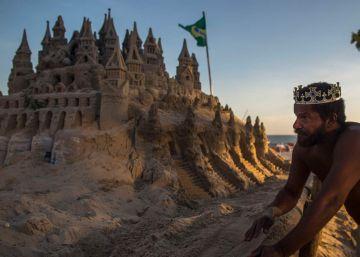 Las fabulosas mansiones de arena del mendigo que vive en las playas más exclusivas de Río
