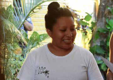 El Salvador libera a una mujer condenada a 30 años por aborto