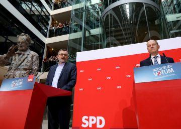 Las bases del SPD aprueban por mayoría repetir la gran coalición con Merkel