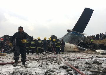 Decenas de muertos en un accidente de avión en Nepal cuando iba a aterrizar