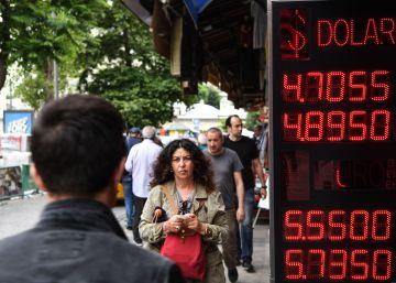 La lira turca se desploma ante la incertidumbre política y económica