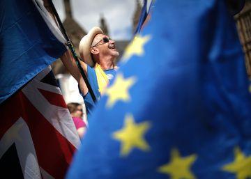 Los europeos que lleven cinco años en Reino Unido tendrán que pagar 73 euros para quedarse tras el Brexit