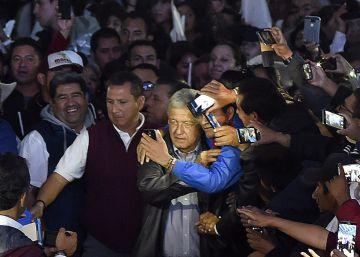 Un grupo violento irrumpe en un acto de campaña de López Obrador