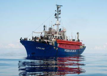 Malta da víveres al ?Lifeline? a la deriva con 200 migrantes, pero no los acoge