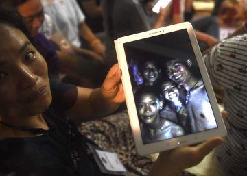 Hallados con vida los 12 niños atrapados hace nueve días en una cueva de Tailandia