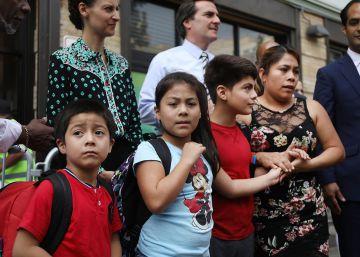 Un juez de EE UU suspende temporalmente la deportación de las familias de inmigrantes reunificados