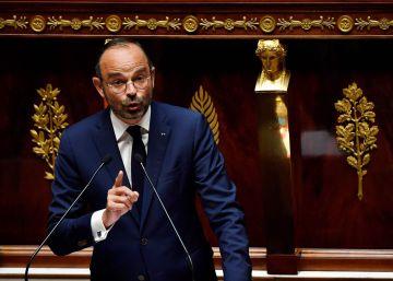 Macron logra el apoyo del Parlamento para endurecer la ley migratoria