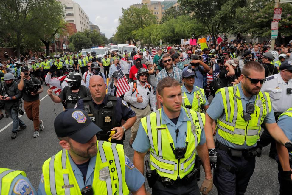 La extrema derecha solo logra movilizar a una treintena de personas en el primer aniversario de Charlottesville