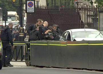 Detenido en Londres un conductor tras chocar contra las barreras del Parlamento