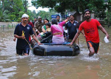 Al menos 324 muertos en Kerala tras las peores inundaciones desde hace un siglo