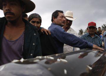 México indemniza a casi 50 víctimas de la mayor matanza del narco contra migrantes