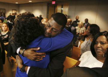 Condenan a 15 años de prisión al expolicía que mató a un adolescente negro en Texas