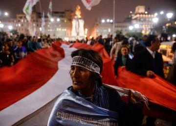Vizcarra logra el sí a una de sus reformas clave tras amenazar con disolver el Congreso peruano