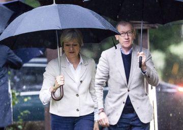 Los euroescépticos dan una tregua a May a la espera de que retire su plan del Brexit