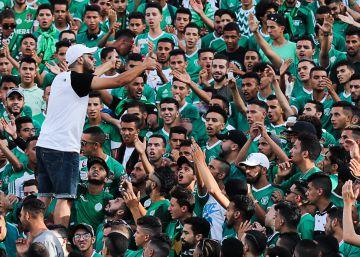 Los ultras marroquíes agitan la protesta contra el Estado en los estadios de fútbol