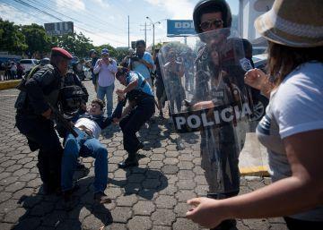 Decenas de detenidos tras la represión a una manifestación opositora en Nicaragua