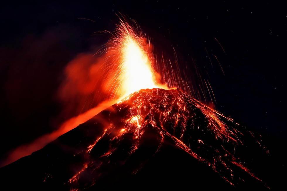 Evacuadas 3.000 personas en Guatemala por una nueva erupción del volcán de Fuego