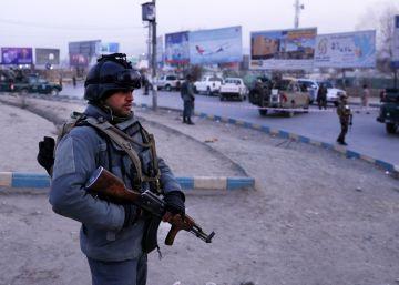 Al menos 43 muertos en Kabul en el ataque a un edificio del Gobierno