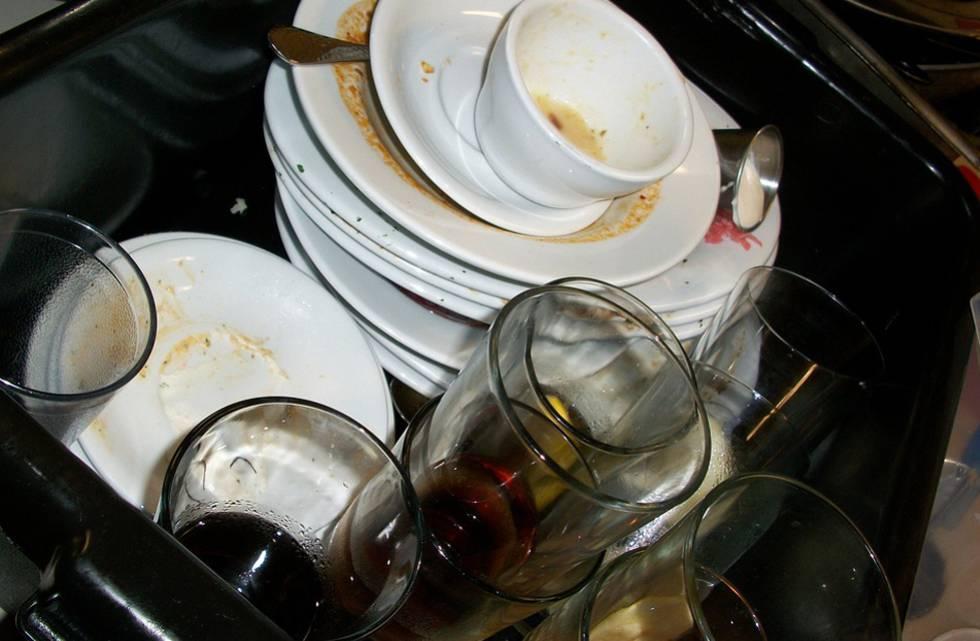 21 millones de dólares por obligar a una mujer que lavaba platos a trabajar los domingos
