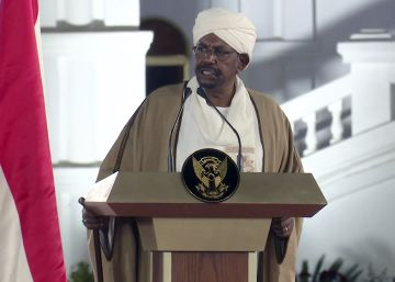 El presidente de Sudán declara el estado de emergencia durante un año y disuelve el Gobierno