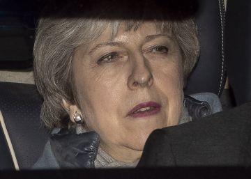 El Parlamento aprueba aplazar el Brexit y rechaza otro referéndum