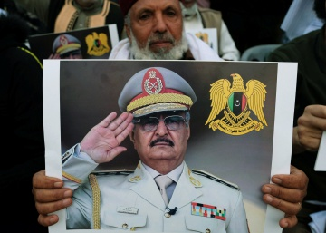 Jalifa Hafter, el 'hombre fuerte' de Libia que intenta tomar Trípoli