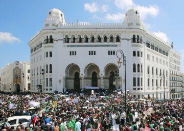 Dimite el presidente del Consejo Constitucional de Argelia, miembro del clan Buteflika