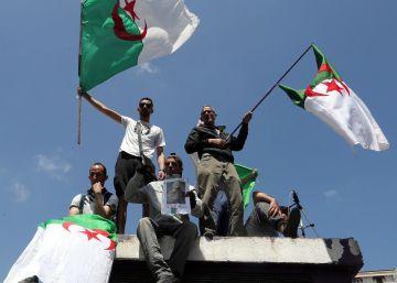 Los argelinos temen que las nuevas purgas del régimen deriven en dictadura militar