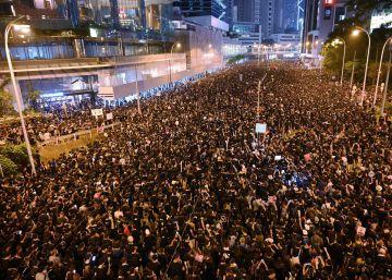 Dos millones de personas inundan Hong Kong para defender las libertades