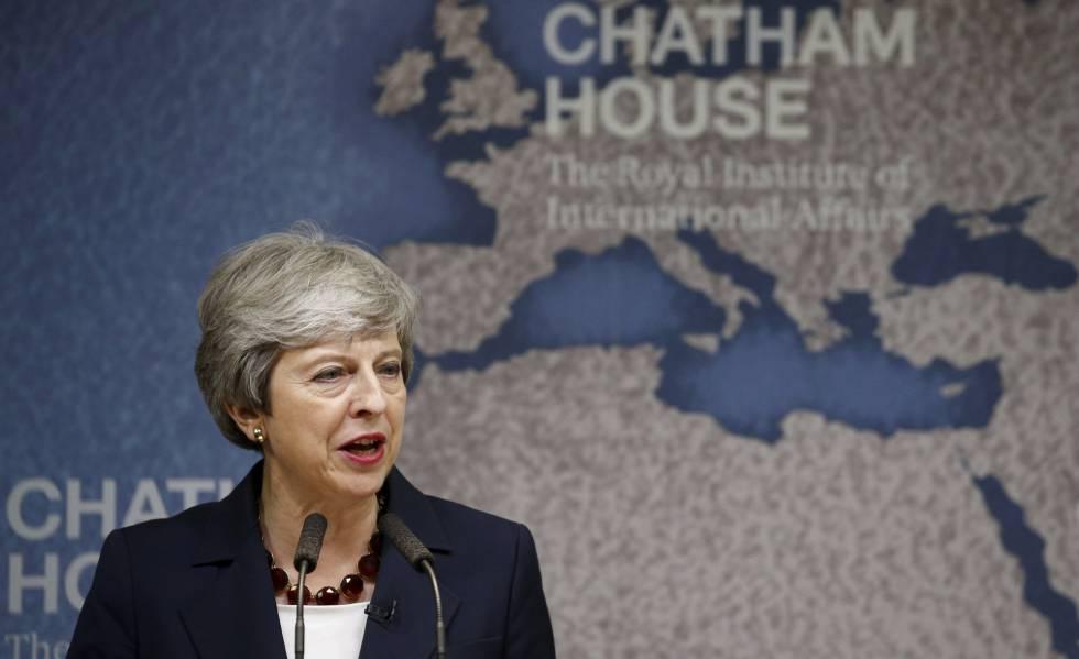 May lanza críticas veladas a Johnson en su discurso de despedida