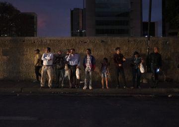 La lucha por volver a casa, odisea urbana en la Venezuela de los apagones