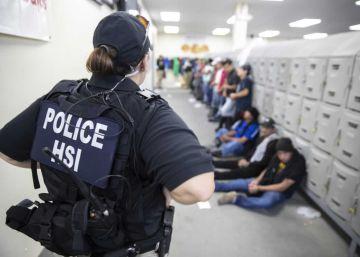 Liberados decenas de inmigrantes en Misisipi para que se reúnan con sus hijos