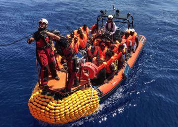 Las llegadas irregulares caen un 30% en lo que va de año y desmienten la crisis migratoria que alega Salvini