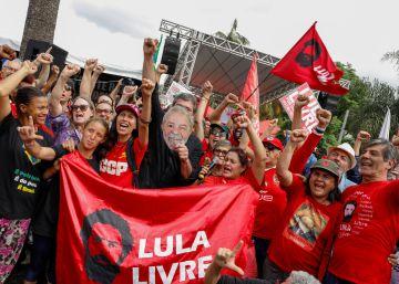 El expresidente de Brasil Lula da Silva sale de prisión