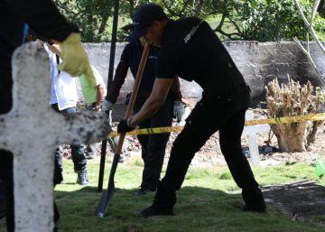 Colombia investiga si 50 cadáveres hallados en una fosa común son víctimas de ejecuciones extrajudiciales