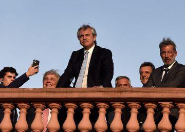 Alberto Fernández cumple un mes en el poder con la economía en pausa