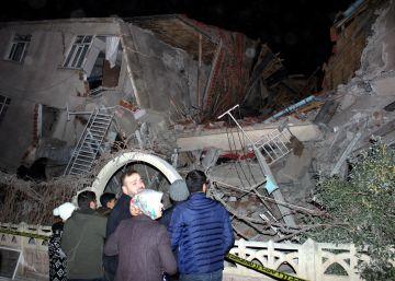 Al menos 22 muertos y más de un millar de heridos tras un seísmo de magnitud 6,5 en el este de Turquía