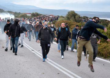Decenas de heridos en la última jornada de protestas en las islas griegas contra los nuevos campos de inmigrantes