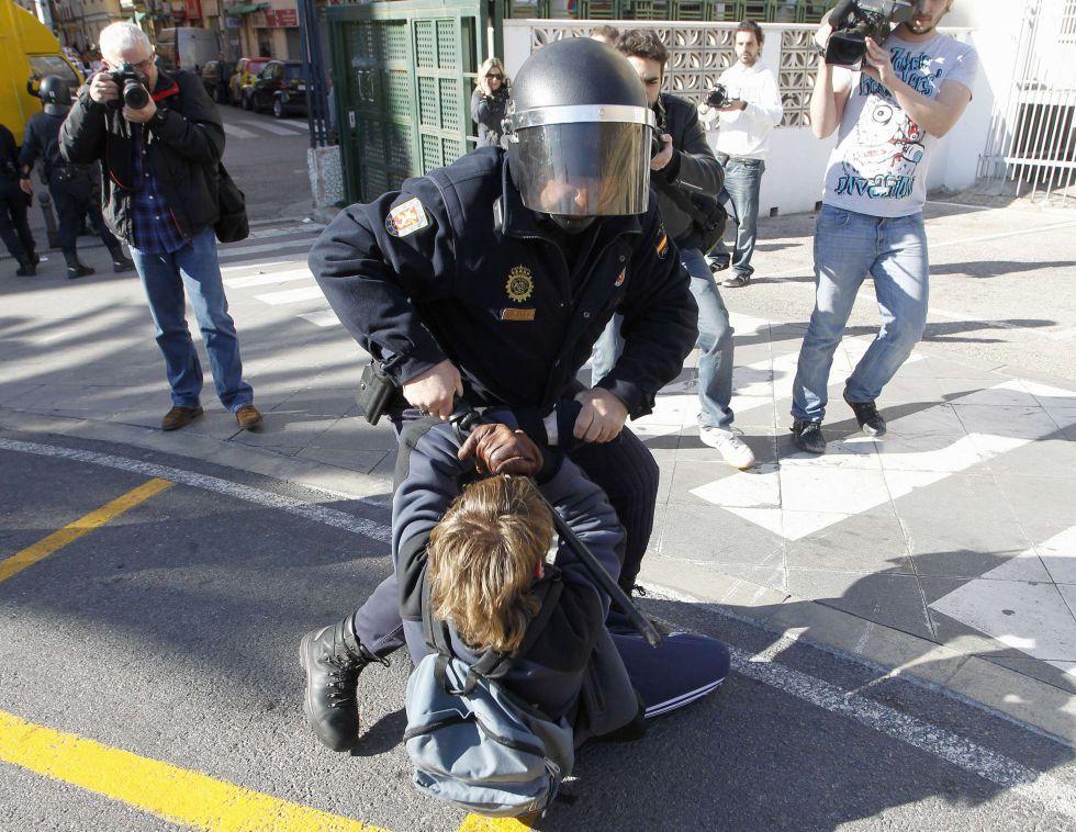Fotos: Cargas policiales en el centro de Valencia | España | EL PAÍS
