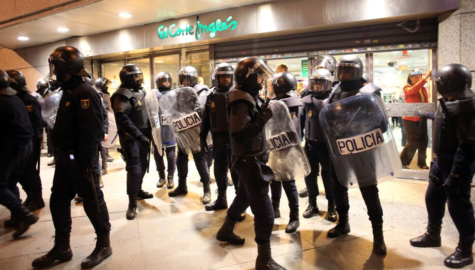 Fotos segunda jornada de disturbios en madrid espa a - El corte ingles puerta del sol ...