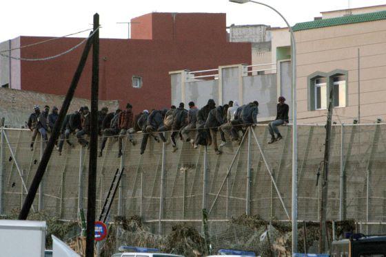 More Than 100 Migrants Enter Melilla After Jumping Border